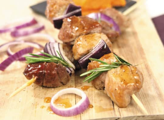 Brochettes de porc marinées au cidre et au romarin et cidre bio