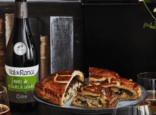 Galette des rois salée à la crème de panais, champignons shiitaké, foie gras et airelles et cidre brut