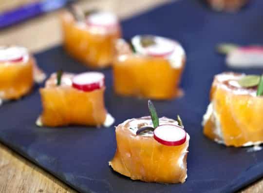 Roulés de Saumon fumé et radis et cidre rosé