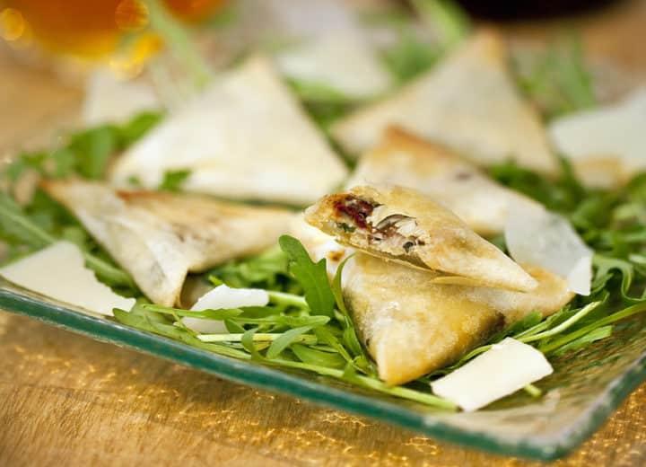 Samossas aux anchois et parmesan et cidre rosé