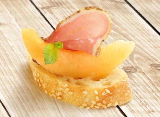 Toast melon et jambon italien et cidre rosé Pamplemousse