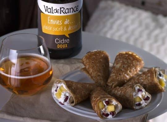 Petits cônes de crêpes fourrés mascarpone grenade et ananas et cidre doux