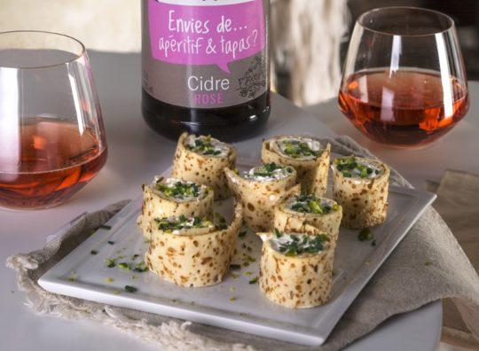Roulés de crêpes au fromage frais et pistaches façon makis et cidre rosé